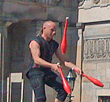 Juggler in front of National Gallery, Edinburgh